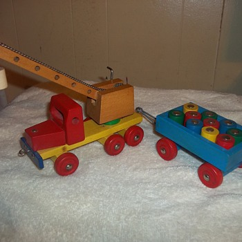 WOODEN TRUCK AND TRAILER - Model Cars