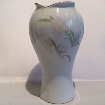 Vintage vase - China and Dinnerware