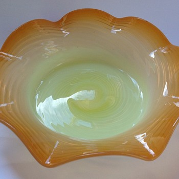 Victorian opalescent uranium glass ribbed & crimped bowl - Art Glass
