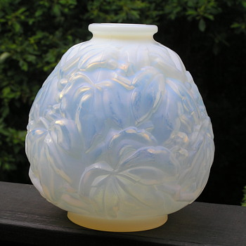 Carrillo French Opalescent Art Deco Vase - Art Deco