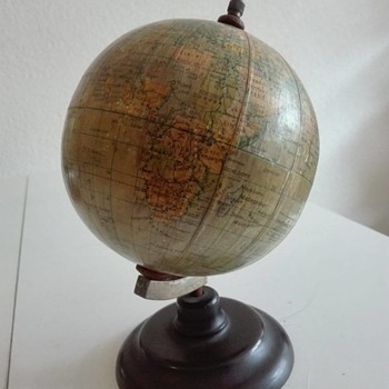 Vintage Dutch Räth Globe