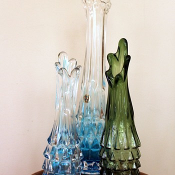 Comparing similar vases - Art Glass