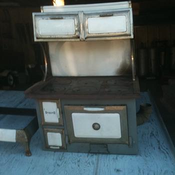 American Range Corp. Sanico Coral wood cook stove