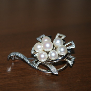 Vintage Sterling Silver and Pearls Brooch