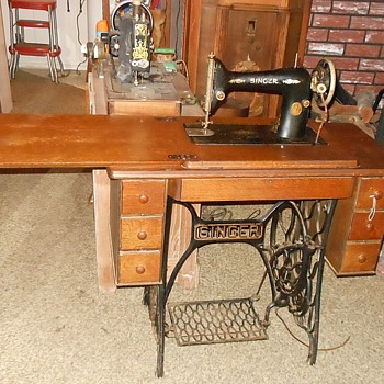 Singer Model 66 Sewing Machine with Treadle 1927 - Sewing