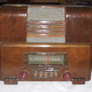 1938 Firestone Wooden Radio - Radios