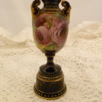 Ernst Wahliss Royal Vienna bolted urn/vase (1899-1918) artist signed - Art Pottery