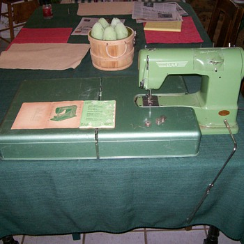 Elna Transforma Sewing Machine 1952-'58 - Sewing