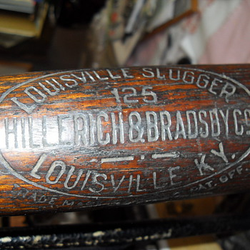 ANTIQUE LOUISVILLE SLUGGER  NO. 125, HILLERICH & BRADSSDY CO. BASEBALL BAT