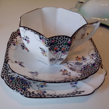 shelly tea cup/saucer/sideplate
