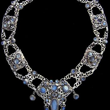 Arts & Crafts Necklace attributed to Frances Thalia How and Jean Milne - Fine Jewelry