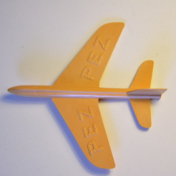 PEZ airplane