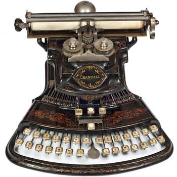 Crandall 1 typewriter - 1883 - Office