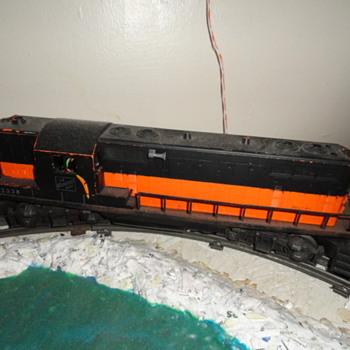 Lionel Postwar 2338 Milwaukee Road Gp7 Diesel Locomotive & Set & Display