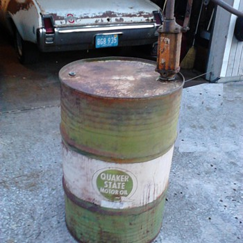 1960s Quaker State Drum w/ 1930s hand pump - Petroliana
