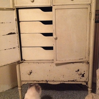 What is this?  Metal Painted Cabinet