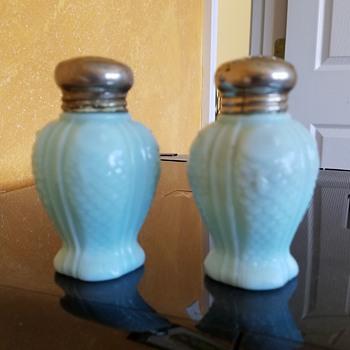 "1896 consolidated co. blue custard glass salt shaker in scarce "" fish "" pattern - Victorian Era"