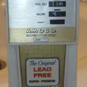 gas pump shaped am radio - Radios