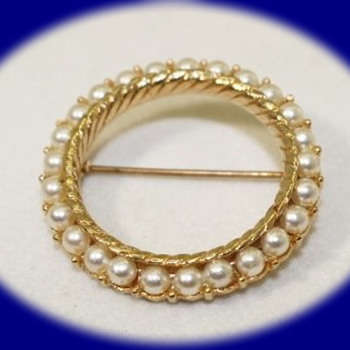 Vintage Pearl Brooch Gold Tone Pearl Pin Brooch Crown Trifari  Vintage Jewelry