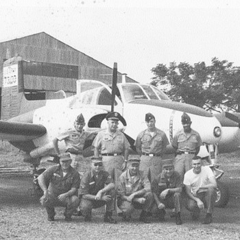 My dads plane a support guys, and getting a medal, last Vietnam Flightsuit - Military and Wartime