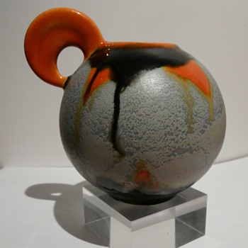 A Kennemerland Kannetje vase  by Gellings. - Art Pottery