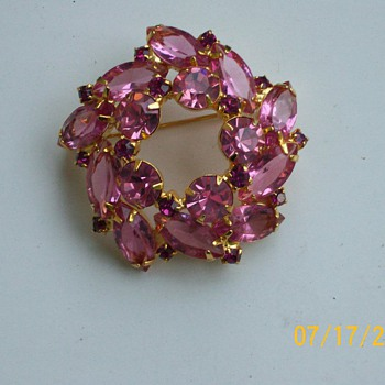 Vintage Pink and Raspberry Costume Brooch  - Costume Jewelry