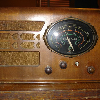 Antique Delco wood radio - Radios