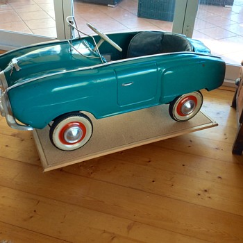 Moskvich Generation I Pedal Car MZMA 1969 (1950 -51 Studebaker Champion)
