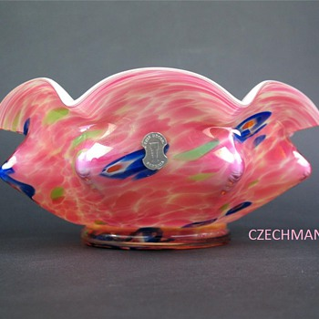 "KRALIK ART DECO GLASS ""KNUCKLE"" BOWL PINK CONFETTI WITH MILLEFIORI IRIS DECOR ORIGINAL LABEL - Art Glass"