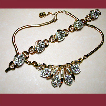 Exquisite signed Crown Trifari necklace and bracelet. 1950's  - Costume Jewelry