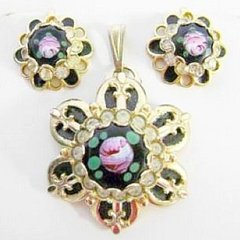 Just bought this, a little help please - Costume Jewelry