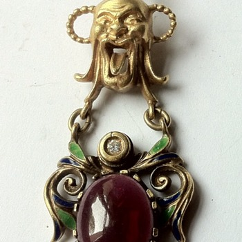 Unknown origin custom made gold grotesque pendant. - Fine Jewelry