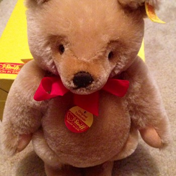 Steiff Bear age?  - Dolls