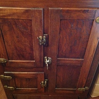 Looking for any information of an antique ice box I recently purchased