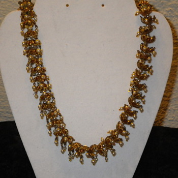 Super unique looking necklace! - Costume Jewelry
