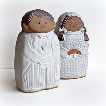 Stoneware Bride and Groom Shakers, need help identifying Potter - Kitchen