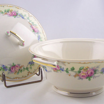Vintage Covered Syracuse Casserole, Such a Beauty... - China and Dinnerware