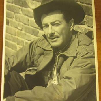 Robert Taylor Signed Photograph w/ Small Personalized Signed Typed Note
