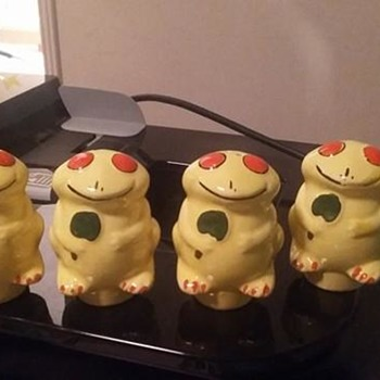 Hand painted yellow frog s/p shakers - Animals