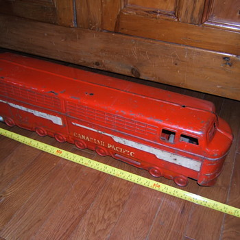 Otaco Minnitoys Ride-On Canadian Pacific Diesel Locomotive - Toys