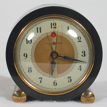 General Electric 7F72 'Heralder' Alarm Clock - Clocks