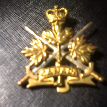 CANADIAN TRI FORCES CAP BADGE