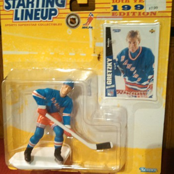 1997 Starting Lineup Wayne Gretzky fig. w/card - Cards