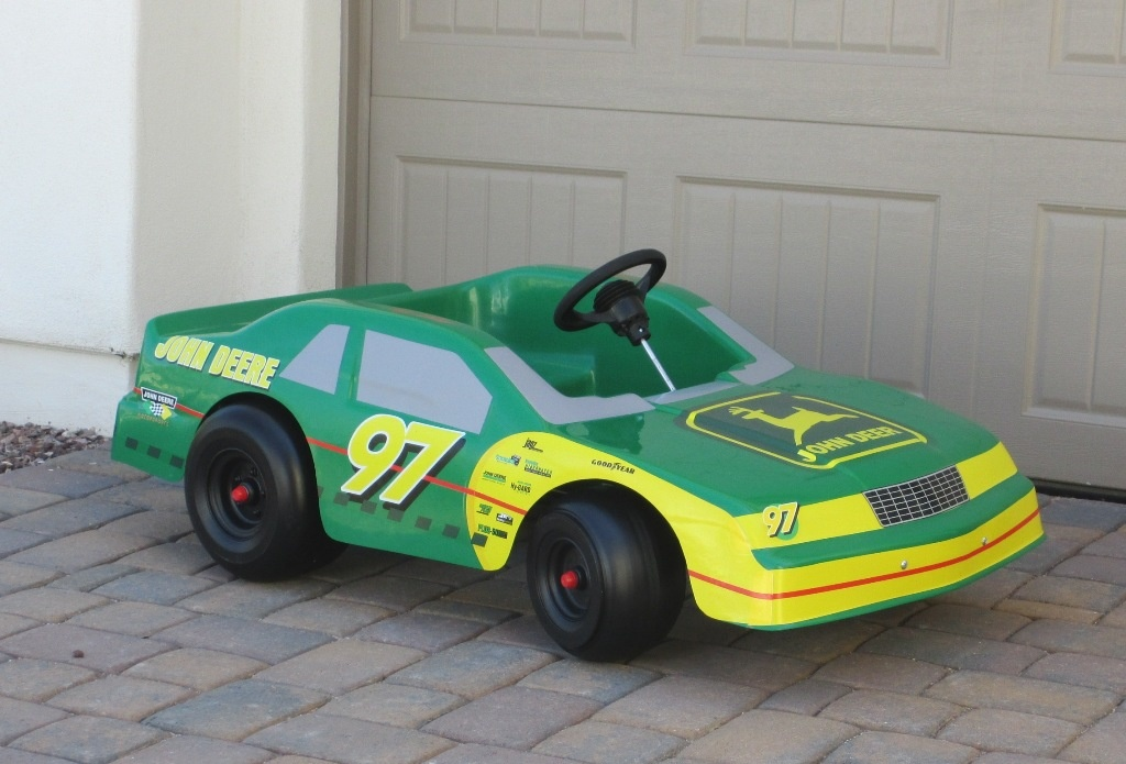 Who are the past drivers in Nascar that drove for sponsor John Deere