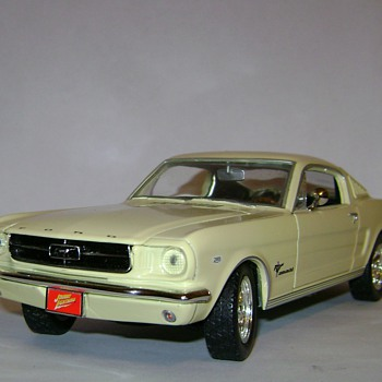 1965 Ford Mustang 2+2 Fastback - Model Cars