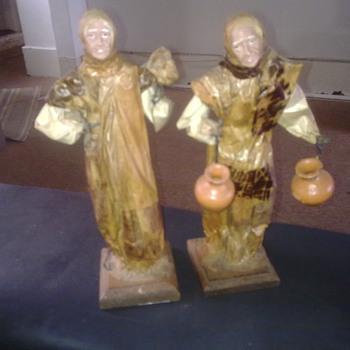 FIGURINES - Figurines