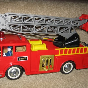 Very RARE Daisy-Matic B/O Fire Engine & Ideal Ladder Truck - Firefighting