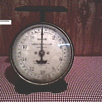 Landers, Frary & Clark 20 lb. Kitchen Scale / Circa 1907 - Kitchen