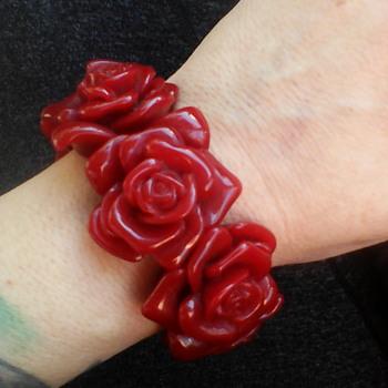 Im hoping this is bakelite - Costume Jewelry