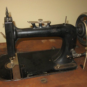 who made this sewing machine? - Sewing